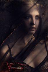 Caroline (Candice Accola)