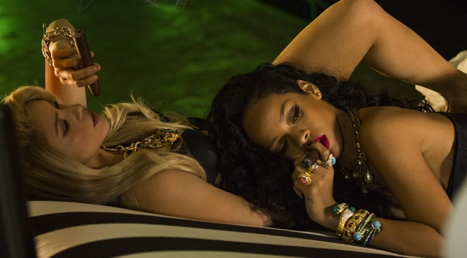 Shakira lança clipe com Rihanna